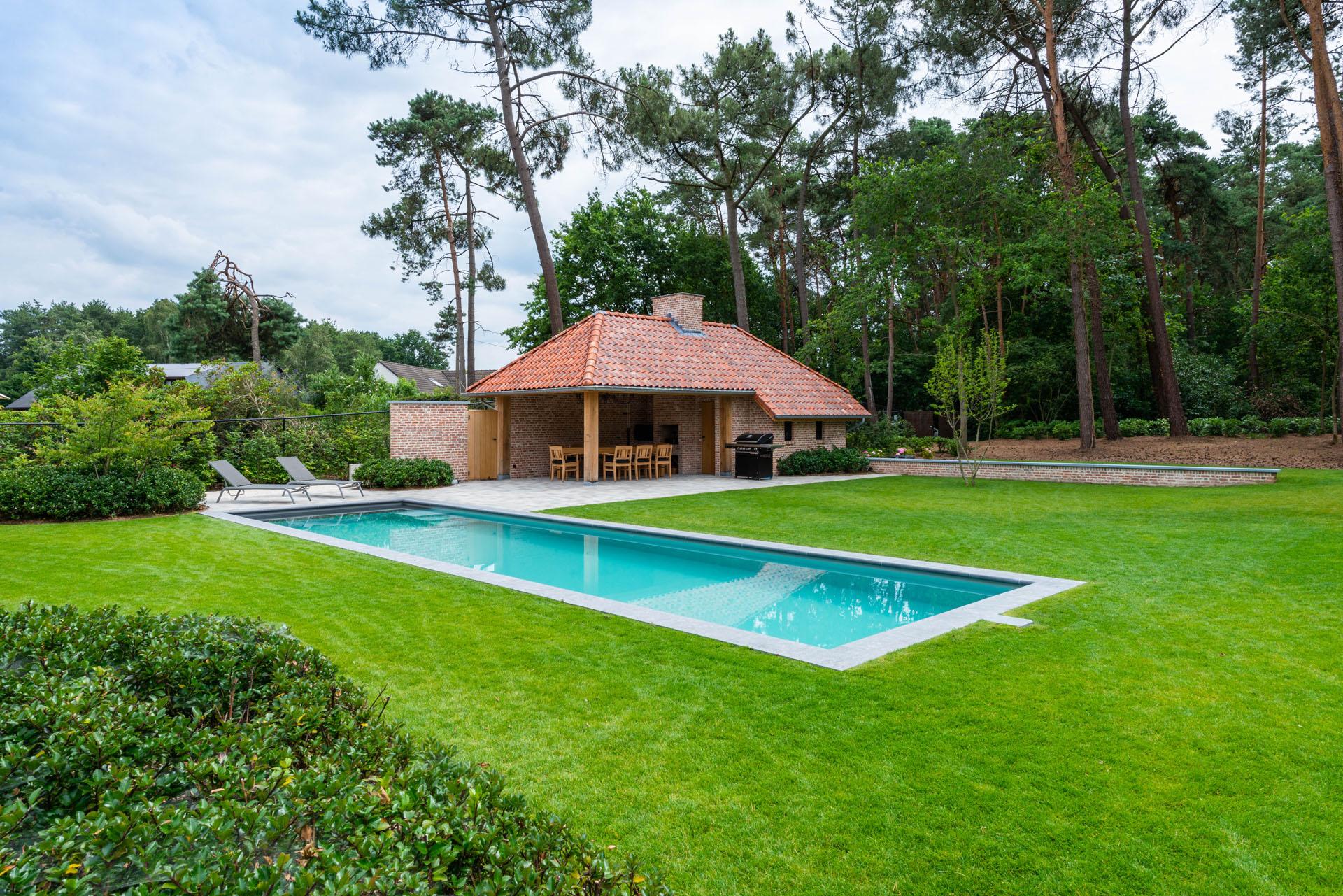 Tuin met zwembad/zwemvijver - V&V Groenservice